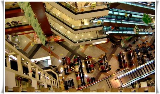 « Il va être de plus en plus difficile, voire impossible pour les agences de s'installer dans des grandes galeries commerciales... »