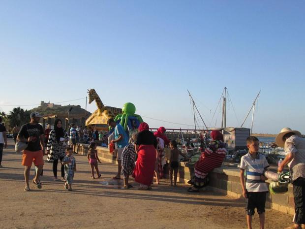Dimanche 3 juillet en fin d'après-midi. Sur la promenade qui longe l'une des plages publiques où l'enfant est roi.