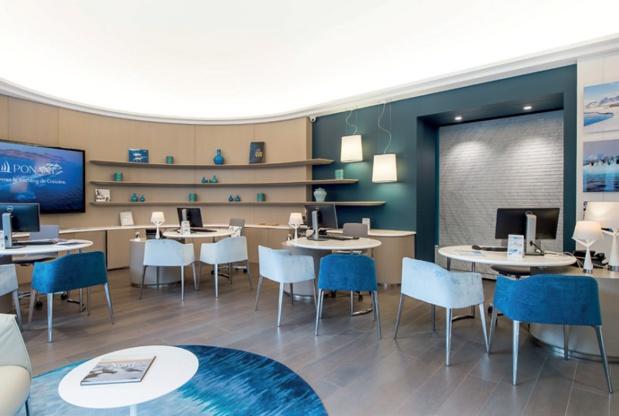 La boutique Ponant est un espace à l'image de ses yachts, qui permet de mettre en avant la philosophie et les services de la compagnie - DR : Ponant