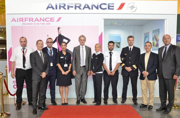 L'équipe d'Air France lors du vol inaugural entre Paris et Oran. DR Air France.