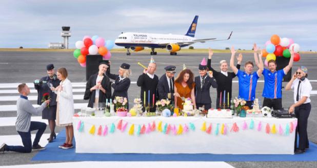 """Avec """"Celebration Stopover Buddy"""", les passagers d'Icelandair peuvent découvrir le quotidien des Islandais et en profiter pour célébrer un événement personnel - Photo : Icelandair"""
