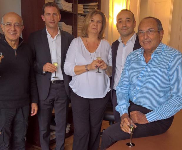 Les équipes de Time tours et de La Françaises des Circuits à l'occasion de la signature mardi 18 octobre 2016 -- DR