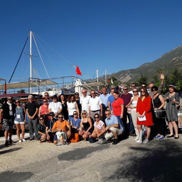 Pause photo sur le petit port de  Kas, a l'ouest de la province d'Antalya.  Au programme de la journée, farniente, baignade dans une crique et barbecue à bord. Photo MS.