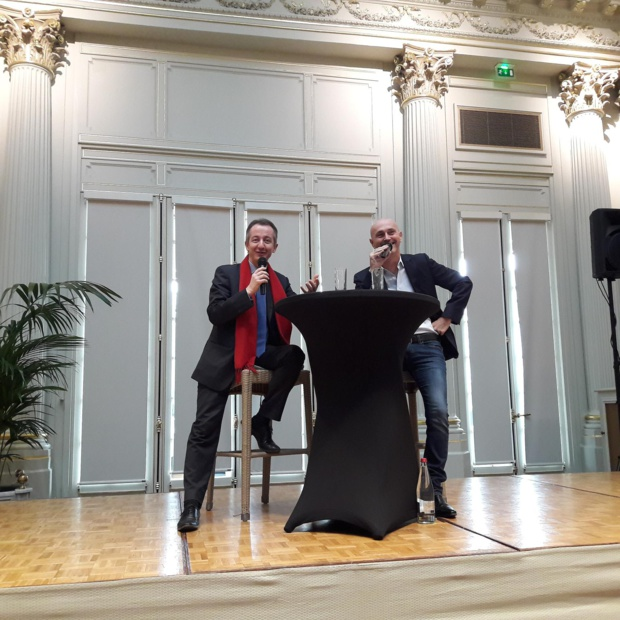 """Christophe Barbien, un intervenant de talent, """"l'un des meilleurs de toutes nos conventions"""" ont dit les adhérents Manor. Ici avec J.F. Izenic qui a animé tous les débats.MS."""