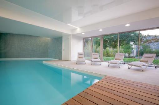 L'hôtel dispose d'un espace bien-être avec une piscine intérieure, un sauna et un centre de fitness - Photo : Best Western