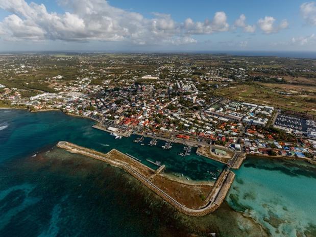 Pour des raisons techniques et politiques, l'eau est coupée d'une manière régulière dans la région de Saint-François, région touristique, et dans toute la Guadeloupe en général - DR : Fotolia, thomathzac23