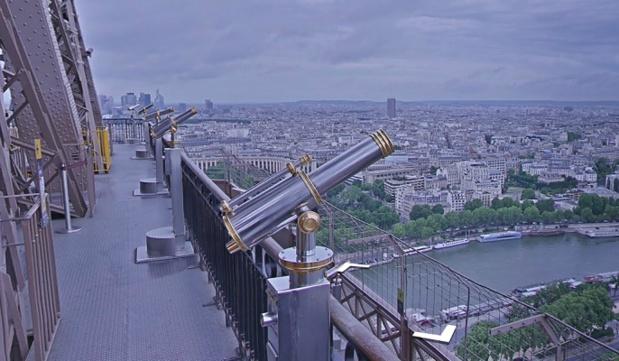 La Tour Eiffel est fermée au public mardi 13 décembre 2016 en raison d'une grève de son personnel - Photo : SETE-Google Street View