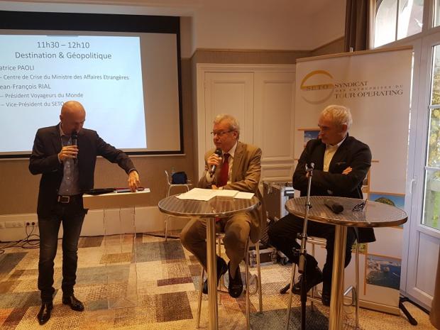 Patrice Paoli, du centre de crise du Ministère des Affaires Etrangères et Jean-François Rial, PDG de Voyageurs du Monde - Photo CE