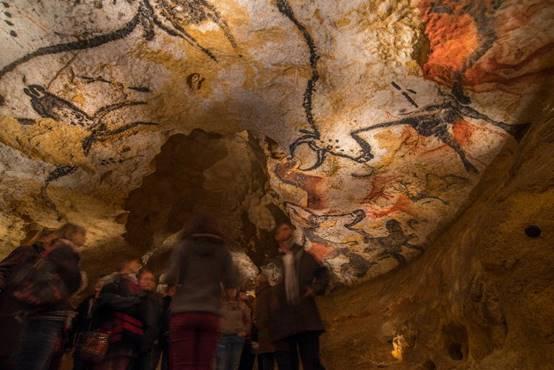 Les visiteurs peuvent à nouveau visiter la reproduction de la grotte de Lascaux - Photo : Dan Courtice