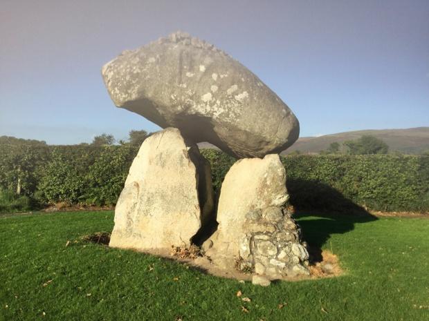 Dolmen sur le site préhistorique. Photo JPC