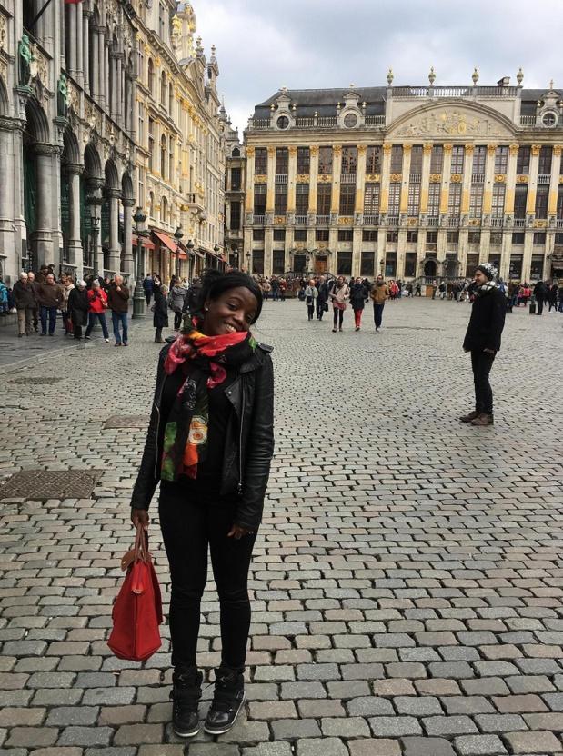 Maéva Vizah sur la Grand-Place de Bruxelles.