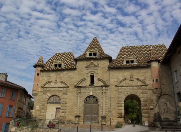 Au 12e s. débuta la construction des bâtiments de l'abbaye de Saint-Antoine-l'Abbaye - DR : J.-F.R.