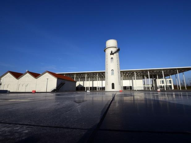 Le bâtiment, à l'architecture singulière, intègre le château d'eau et la centrale électrique de l'ancien site industriel de Vallourec - © François Lo Presti / Valenciennes Métropole