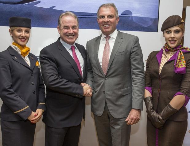 James Hogan, le président d'Etihad Group et Carsten Spohr, le président de Lufthansa Group, ont annoncé le renforcement de leur partenariat, au cours d'une conférence à Abu Dhabi, mercredi 1er février 2017 - DR