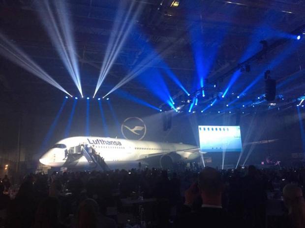 Le premier A350-900 estampillé Lufthansa a été présenté à près de 2 000 invités, salariés de la compagnie comme hommes politiques, jeudi 2 février 2017 - DR : P.G.