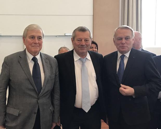 Michel Veunac, Maire de Biarritz, Roland Heguy président de l'UMIH, Jean-Marc Ayrault, ministre des Affaires étrangères - Photo UMIH