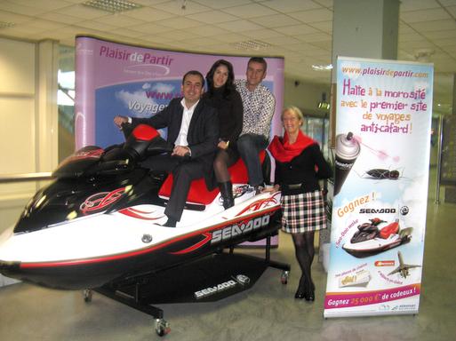 Le scooter des mers prix de l'opération Cafard qui se déroule durant le mois de novembre. Une partie de l'équipe de Plaisir de Partir concepteurs et acteurs de l'opération.