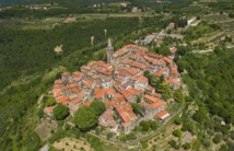 Le village médiéval de Groznjan en Istrie, région gastronome par excellence. Photo : ONT Croatie – Ivo Biocina.