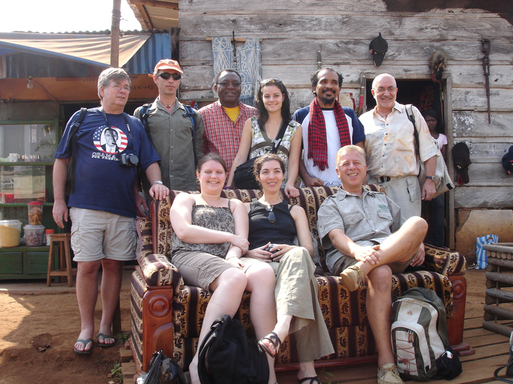 De G. à D. : A. Paucot (Ikhar), E. Christin (Terre d'Av), R. Tchabda (ambassade), E. Briglia (Afrique authentique), A. Lima Santos (La Route des Voyages), G. Dezemerie (Caractères d'Afrique), A. Barro (Interface), A. Lounas (Brussels Airlines), D. Rose