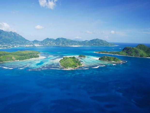 """""""Aux Seychelles, il y en a pour tous les goûts et tous les budgets en matière d'hébergement, de la petite hôtellerie de charme au grand luxe"""" © DR OT Seychelles"""