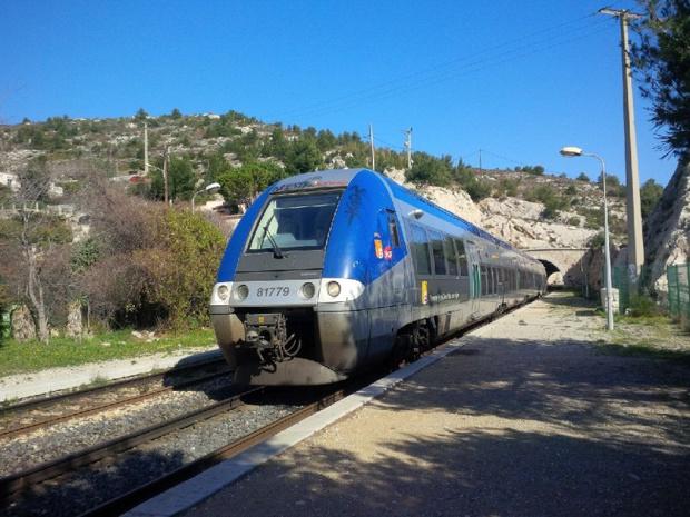 Le Train Bleu emmène ses passager sur un itinéraire artistique et culturel de Marseille à Istres. @ Aurélie Resch
