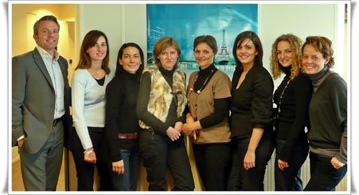 de g. à dte : Vincent Lhoste, Sandra Echevarria, Clémentine Ricour, Armelle Guillot, Hélène Bucaille, Laure Larramendy, Caroline Paris, Armelle de Saint Sernin.