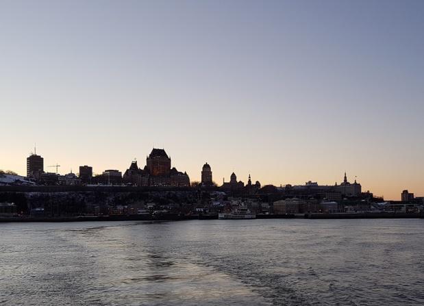 Vue sur la ville de Québec depuis le Saint-Laurent au crépuscule - Photo CE