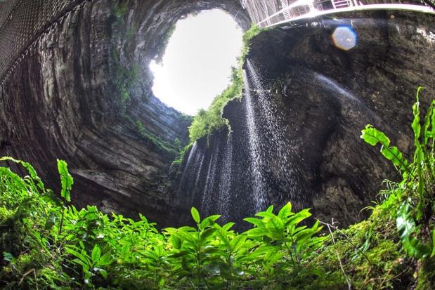 33m de diamètre, 75m de profondeur, le Gouffre de Padirac est considéré comme une curiositié géologique majeure en Europe. En 2016, il a accueilli 475 000 visiteurs. DR: Guillaume Aury