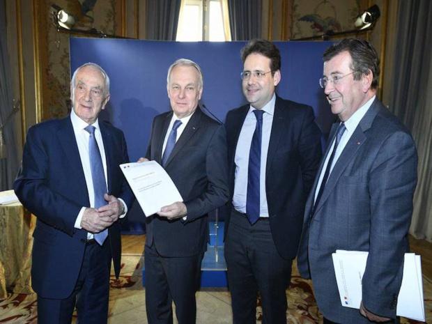 Martin Malvy et Jean-Marc Ayrault, accompagnés de Mathias Fekl, secrétaire d'Etat au tourisme, et Philippe Faure, président d'Atout France ©DR Cyril Bailleul