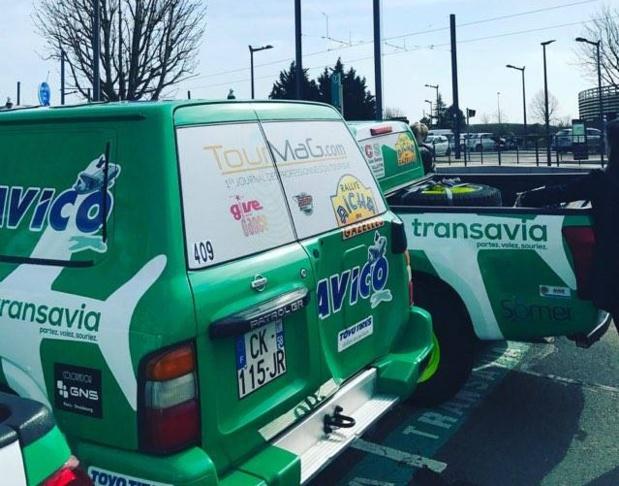 Les véhicules sponsorisés par Transavia. A gauche, le 4x4 soutenu par TourMaG.com - Photo AM