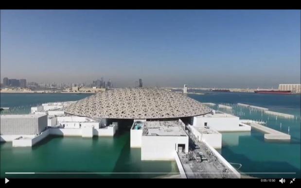 Comme posé sur l'eau, le très attendu Louvre Abu Dhabi, conçu et réalisé par Jean Nouvel. Son ouverture, plusieurs fois repoussée, est confirmée pour 2017. La date n'est pas encore arrêtée - Photo : TCA