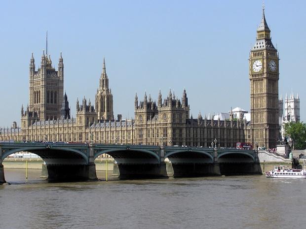 Vue sur le Parlement britannique et le pont de Westminster  - DR :Adrian Pingstone, Wikimedia Commons