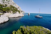 Levantin emmène ses clients faire du cabotage dans le parc des calanques de Cassis. DR: Levantin catamaran