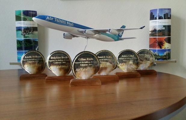 Les trophées des gagnants du challenge de ventes d'Air Tahiti Nui - DR