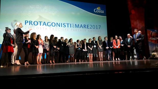 Encadrés par Annika Gummesson et George Azouze, la grande équipe des commerciaux et techniciens Costa France au service des agences de voyages. Photo MS.