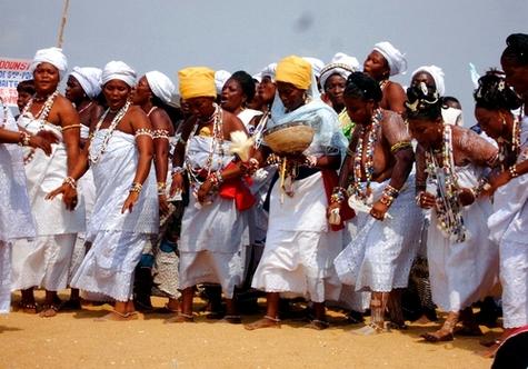 A Grand Popo le groupe Vodoun des initiées à la déesse de la mer Yémanja