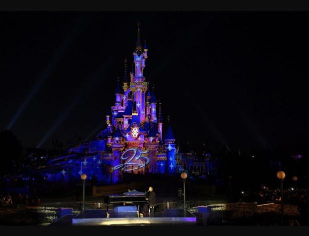 Pour Disneyland Paris, 2017 est l'année d'un double anniversaire. La destination célèbre les 25 ans de son ouverture et les 30 ans de son partenariat unique avec l'Etat français - DR : Disneyland Paris