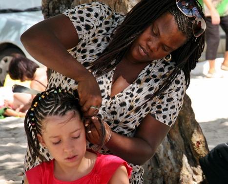Des dizaines de petits métiers vivent du tourisme en Guadeloupe...