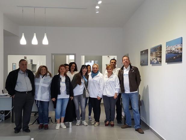 L'équipe du bureau réceptif d'Héliades en Grèce a également contribué au bon déroulement du séjour. Ici, une partie de l'équipe dans les bureaux du TO à Paros, dans les Cyclades - DR : A.B.