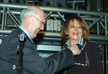 Joel Muchembled remet à Nahed Rizk la Médaille d'Or du Tourisme