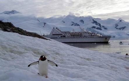 100 ans après Charcot, un pavillon français flottait de nouveau au-delà des 65° de latitude Sud...