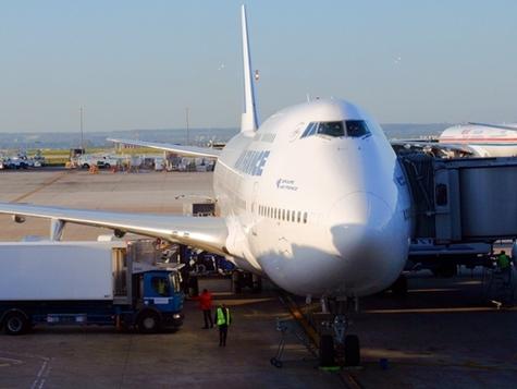 Air France annonce un ajustement des capacités sur New York avec la suppression du vol opéré par Delta et la réduction d'un vol Air France par semaine. La liaison Paris - New York reste assurée à raison de 48 fréquences hebdomadaires