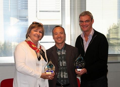 Carole Pellicer et Joost Bourlon brandissent le Trophée Tour Manager 2008