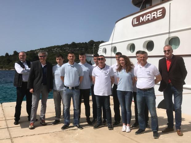 """L'équipage du MV """"Il Mare"""" au grand complet./ photo JDL"""