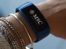 . Des bracelets interactifs permettent de relier les invités aux services du navire et d'activer des suggestions géo-localisées grâce à 3 050 balises bluetooth.(c) MSC Croisières
