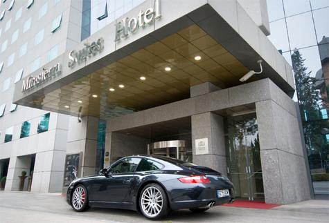 Mirasierra Suites Hotels Madrid : Porsche 911 à la location pour les clients
