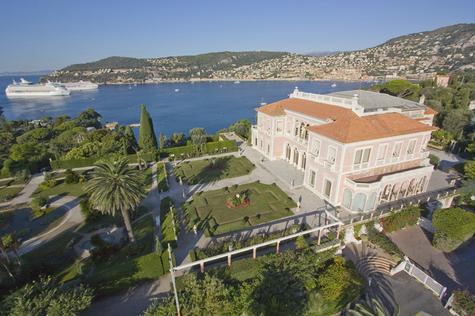 Villa Ephrussi de Rothschild avec aufond deux unités de croisière - © CRT Riviera Côte d'Azur - Pierre BEHAR