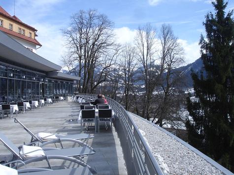 La terrasse de l'hôtel Schloss Lebenberg à Kitzbuhel