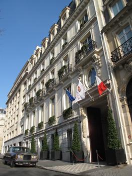 Le Crown Plaza Champs Elysées a ouvert ses portes