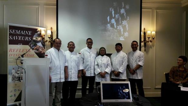 """Quelques uns des plus prestigieux chefs indonésiens seront pendant une semaine dans les cuisines du """"Café de la Paix"""" - DR : M.S."""